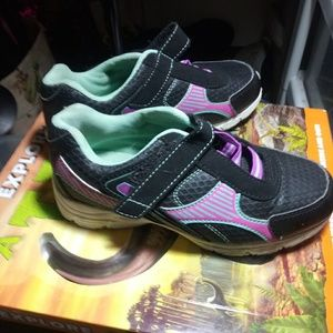 Smart Fit Shoes - Little girl's Smart Fit Sneakers Size 1 1/2W